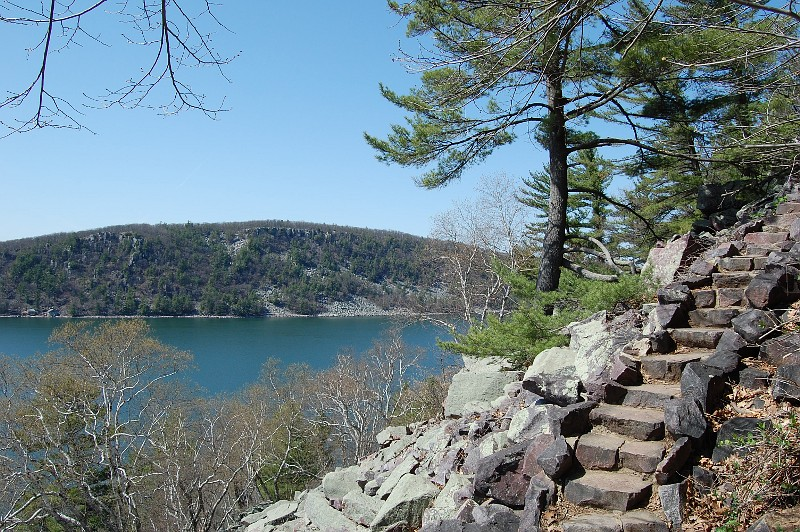 Devil's Lake bluff trail