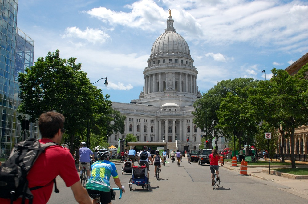 bicyclists approach the Capitol