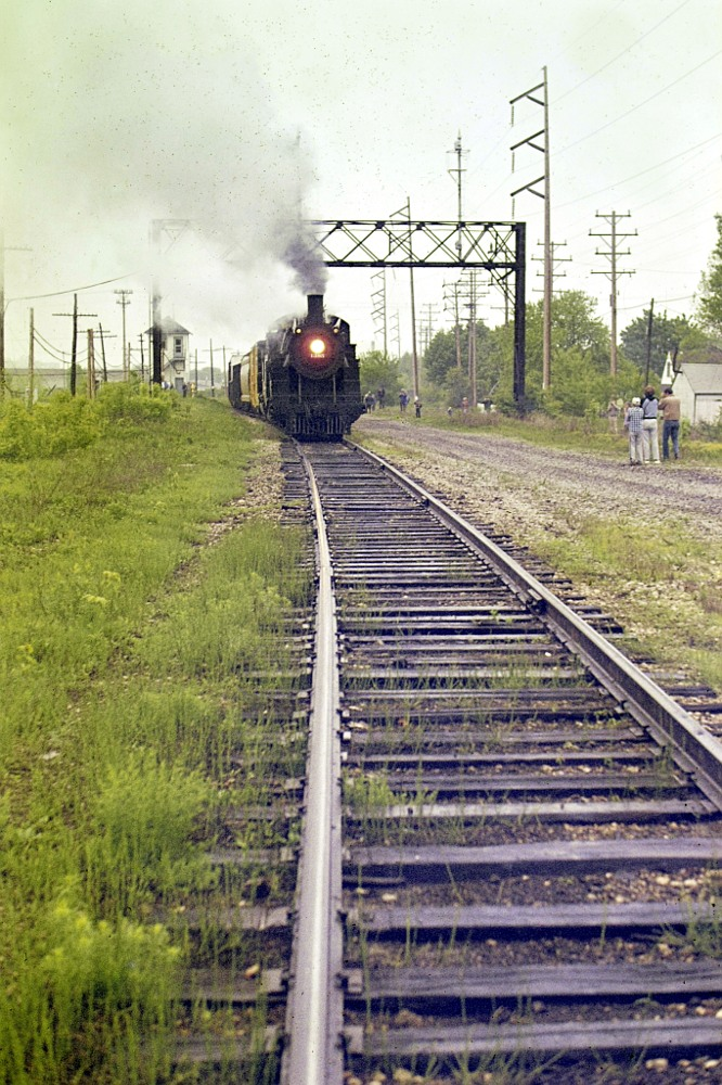 C&NW steam engine 1385 approaches on the tracks